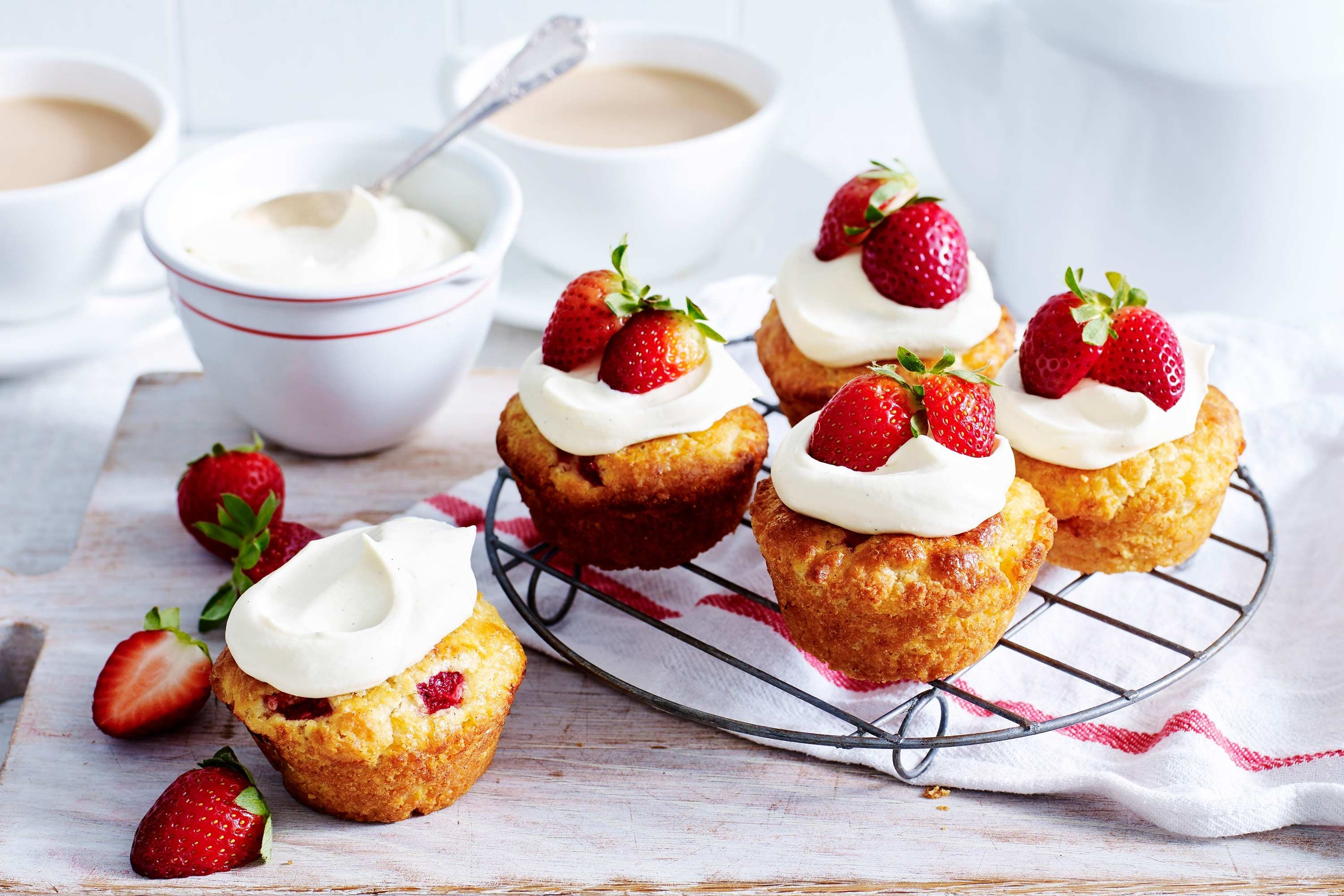 Strawberry scone cakes